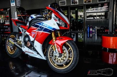 Honda CBR1000RR SP sieu khung trong ban do Sport Racing