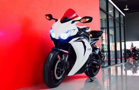 Honda CBR1000RR trắng tinh khôi