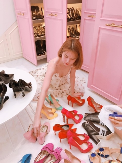 Kho giày 'khủng' của sao Việt: sưu tầm vì thích, cớ sao gọi là khoe mẽ?