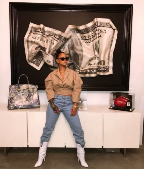 Không cần bàn cãi, Rihanna đích thị là sao nữ 'đua đòi' hàng đầu làng giải trí Âu Mỹ