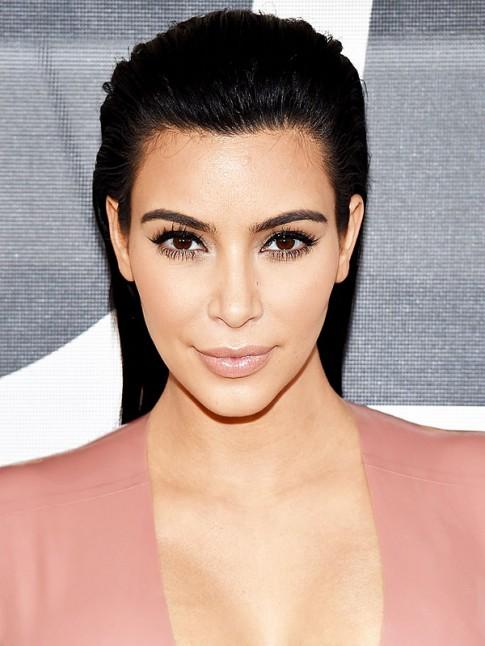 Kim Kardashian make up như thế nào?