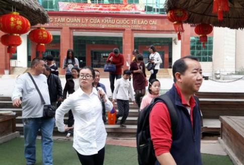 Lữ hành Trung Quốc ép giá khi đưa khách vào Lào Cai