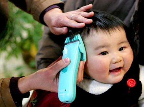 Mách mẹ bí quyết cắt tóc cho con lần đầu