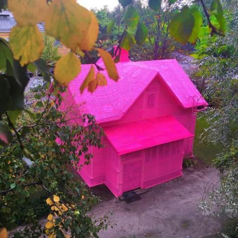 Mãn nhãn ngôi nhà màu hồng chóe có 1-0-2
