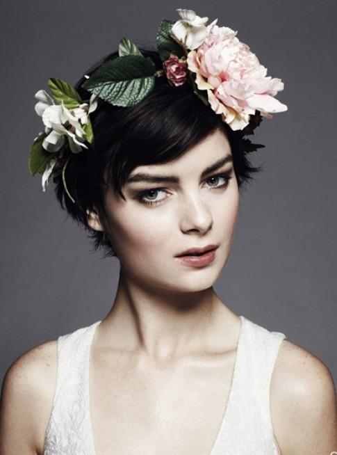 Năm phụ kiện giúp cô dâu tóc ngắn tỏa sáng