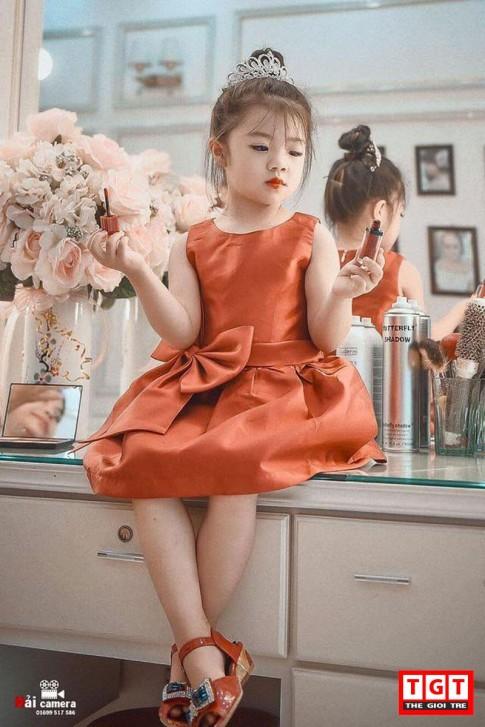 """Nàng """"công chúa"""" 4 tuổi cực điệu đà, đáng yêu ở Yên Bái"""