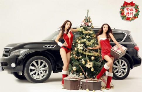 Người đẹp Giáng sinh và xe hơi