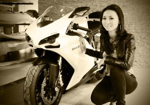 Người mẫu Ducati 848 ở Sài Gòn