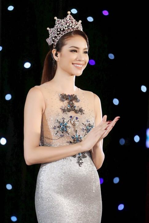 Phạm Hương bận rộn 'chạy show' từ HHHVVN, sang The Look và sắp đến cả Seoul Fashion Week