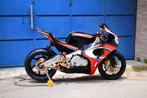 Quá tuyệt cho chiếc CBR400 lấy ý tưởng từ Ducati 1199 Panigale carbonin
