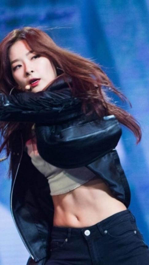 Sở hữu vòng eo con kiến, ít sao K-pop nào lại chăm chỉ diện crop-top như Seulgi