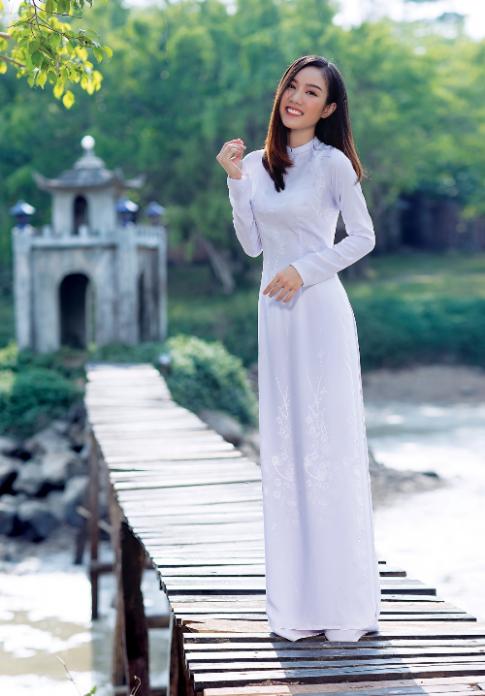Thái Tuấn ra mắt BST áo dài nữ sinh cho mùa tựu trường