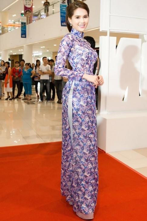 Thời trang sao Việt đẹp: Thật ra Ngọc Trinh mặc áo dài còn gợi cảm gấp bội khi khoe nội y