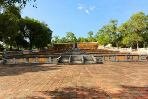 Thu phí tham quan Lăng mộ vua sáng lập triều Nguyễn