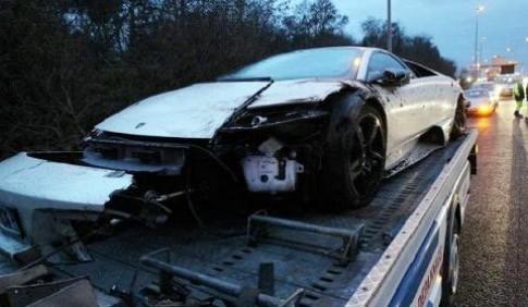 Tuyển thủ Pháp phá hỏng siêu xe Lamborghini