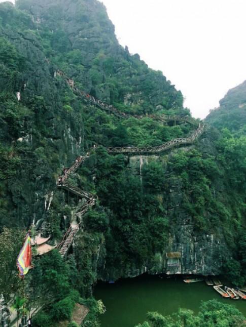 Xây dựng không phép 2.000 bậc bêtông lên núi ở Tràng An cổ