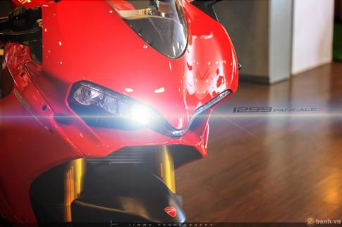 Chân dài Italy 1299 Panigale S - chiếc Super Sport gọn nhẹ nhất hiện nay