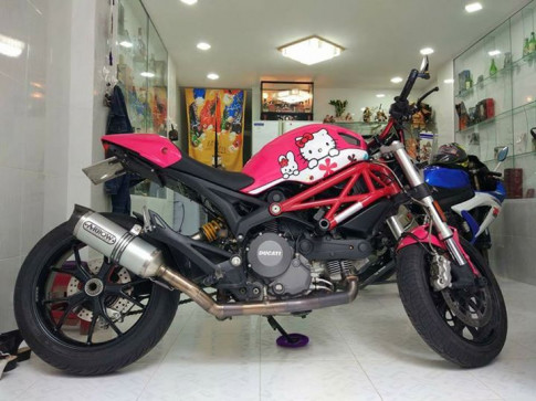 Ducati Monster 796 phong cách Hello Kitty