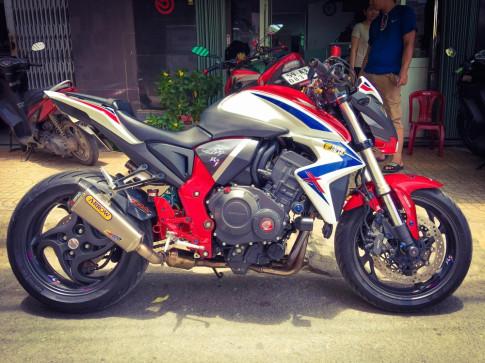 Honda CB1000R nổi bật cùng loạt trang sức hàng hiệu của biker Việt