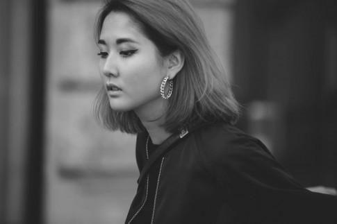 Julia Đoàn - tín đồ thời trang trắng đen 'chất đến phát ngất'