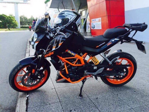 KTM Duke 390 dam chat phuot thu