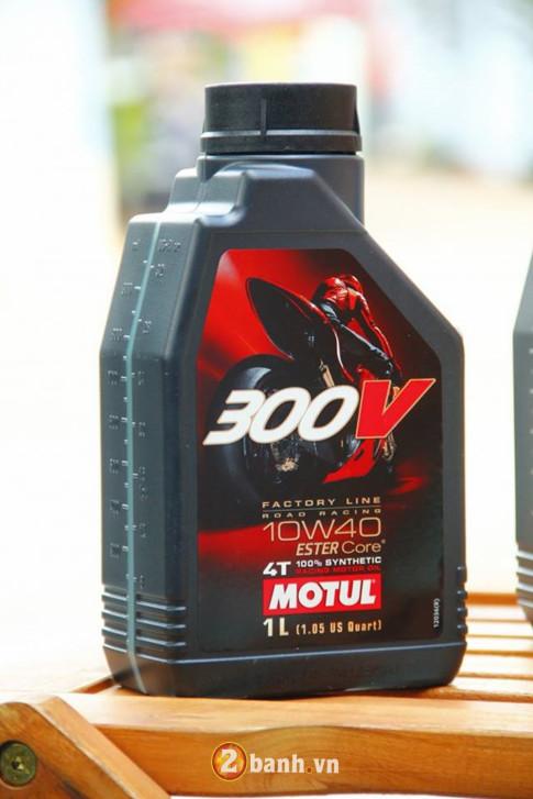Nhớt Motul 300V không rõ nguồn gốc xuất hiện tại VN - cách thức phân biệt!