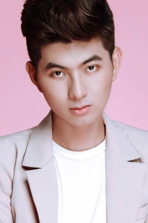 NTK Nguyễn Minh Công - 'kẻ mộng mơ' thức trắng đêm để thiết kế trang phục vedette