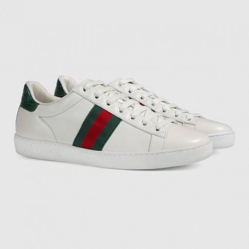 Ra mắt giày mới chưa đủ, Gucci chơi lớn khi tung 9 miếng dán giày siêu đáng yêu