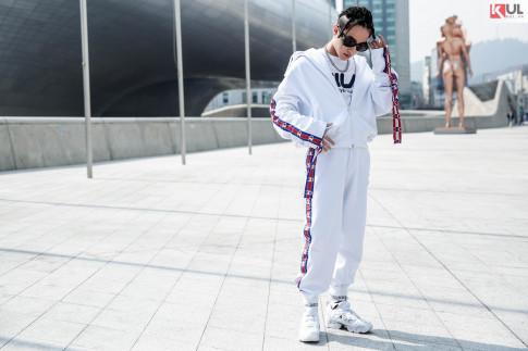 Seoul Fashion Week 2017: Sơn Tùng M-TP tết tóc và diện cả cây Hiphop 'nổi bần bật'