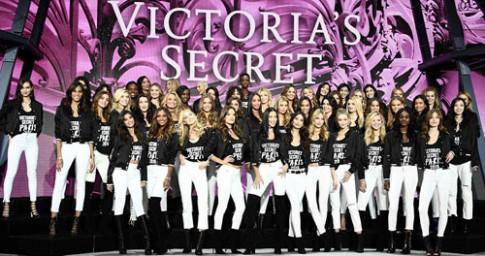 Siêu mẫu Victoria's Secret khoe dáng trong đêm tổng duyệt