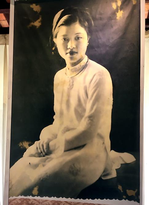 Tà áo gợi thương nhớ ở triển lãm tại Bảo tàng Áo dài