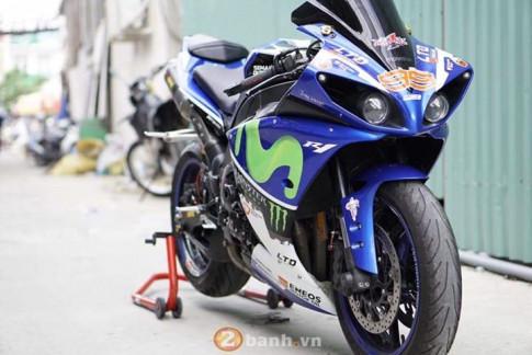 Yamaha R1 2011 lung linh trong bo canh Movistar