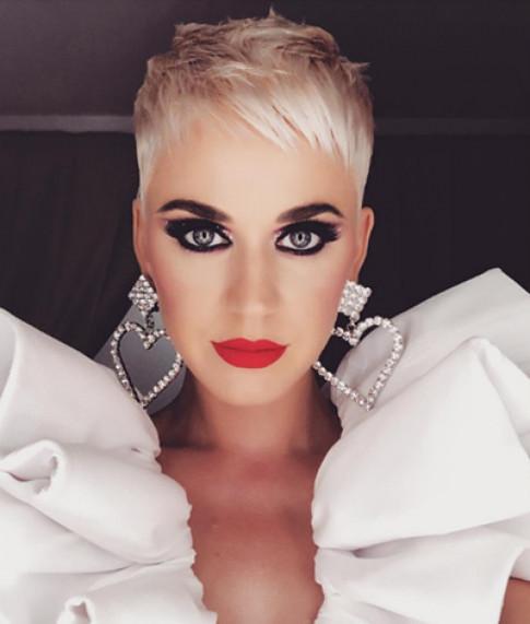 6 bộ cánh Công Trí thiết kế cho Katy Perry