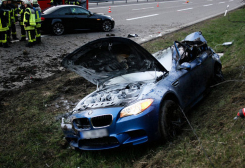 BMW M5 2013 tan nát trong tai nạn ở Đức