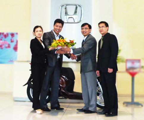 Khách hàng lái thử xe Honda được nhận SH 125i