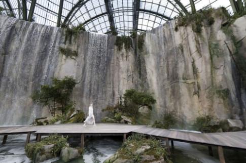 Loạt sàn diễn trong bảo tàng Pháp gây kinh ngạc của Chanel qua 10 năm
