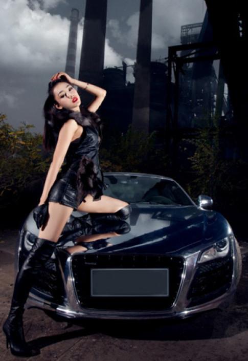 Người đẹp bên Audi R8