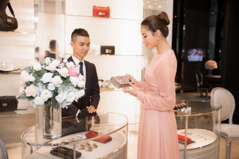 Pham Huong rang ro thu trang phuc san sang cho loat su kien quan trong