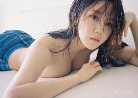 """Sau vẻ nóng bỏng của """"mỹ nhân ngực đẹp"""" sắp hội ngộ khán giả Việt Nam"""