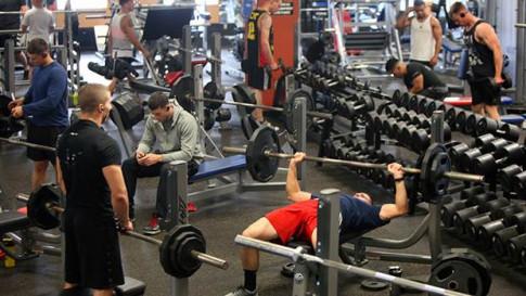 Tập gym có gây yếu sinh lý nam giới hay không?