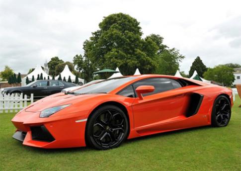Có thể xuất hiện Lamborghini Aventador 4 chỗ
