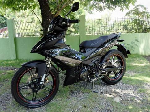 Exciter 150 được độ màu đen đơn giản đến Philippines