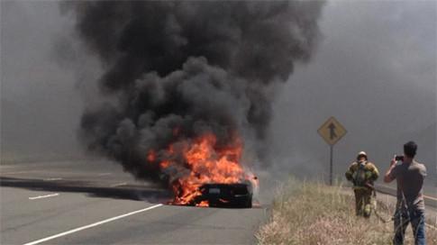 Lamborghini Aventador đầu tiên bốc cháy