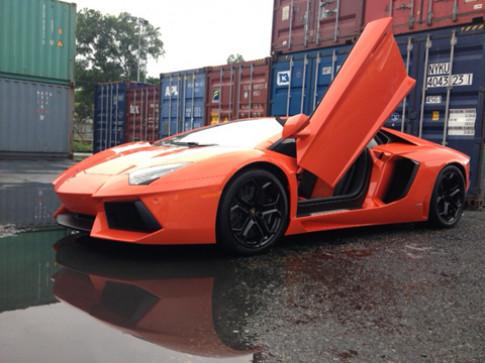 Lamborghini Aventador thứ hai cập cảng Sài Gòn