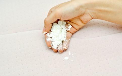 3 cách siêu dễ đánh bay vết nước tiểu trên chăn đệm cho nhà có trẻ nhỏ