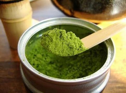 Bột trà xanh - 3 cách làm mặt nạ trị mụn, mờ thâm cho mọi loại da
