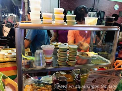Cầm 20 nghìn sang quận 4, ăn hết 3 món flan, tàu hũ Singapore béo ngậy vẫn thừa tiền