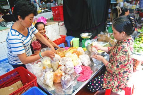 Chợ đặc sản miền Trung ở Sài Gòn tất bật dịp Tết Đoan Ngọ