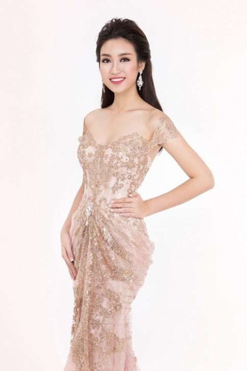 Cùng một chiếc váy, Hoa hậu Mỹ Linh - ca sĩ Thanh Thảo ai đẹp hơn?