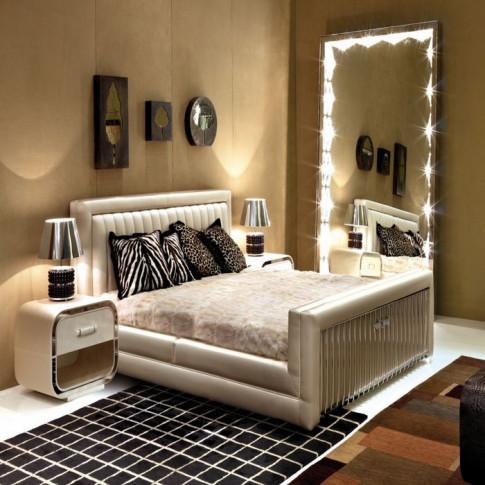 Gia đình mãi chẳng giàu vì đặt gương, TV đầy trong phòng ngủ